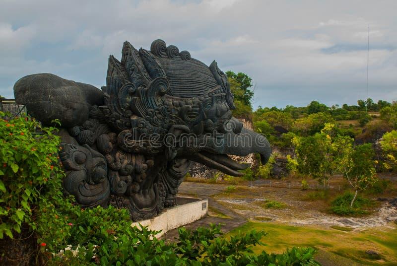 Statua di Garuda Sosta culturale di Garuda Wisnu Kencana bali l'indonesia fotografia stock libera da diritti