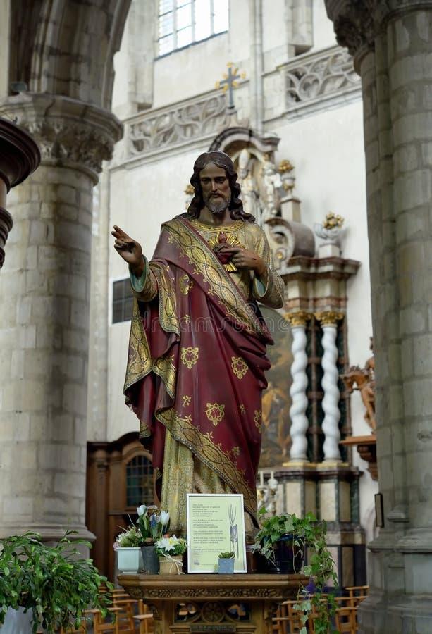 Statua di Gesù in chiesa collegiale St Martin fotografie stock