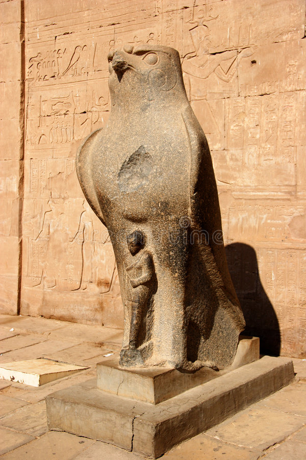 Statua di Horus, tempiale di Edfu, Egitto fotografia stock libera da diritti