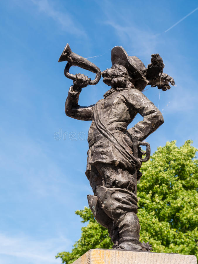 Statua di Jan Claesen con la tromba in Woudrichem, Paesi Bassi immagine stock libera da diritti