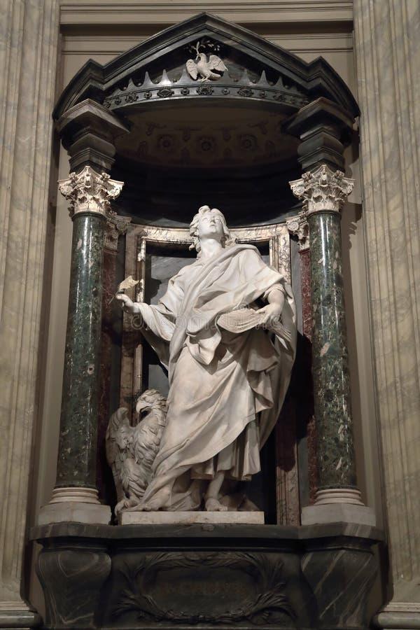 Statua di John l'evangelista l'apostolo fotografia stock libera da diritti