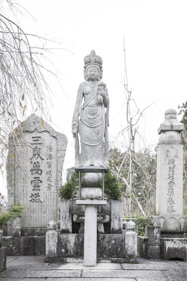 Statua di Kannon Guanyin o dea di pietà, una bodhisattva asiatica orientale, situata al tempio di Enkoji a Kyoto, il Giappone fotografie stock libere da diritti