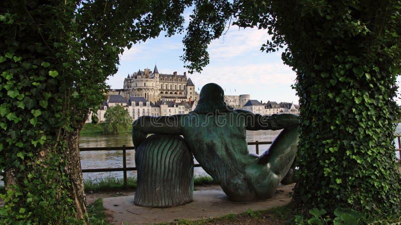 Statua di Leonardo da Vinci al villaggio di Amboise fotografia stock