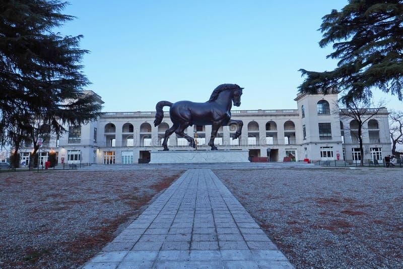 Statua di Leonardo da Vinci Horse a Milano, Italia immagine stock libera da diritti