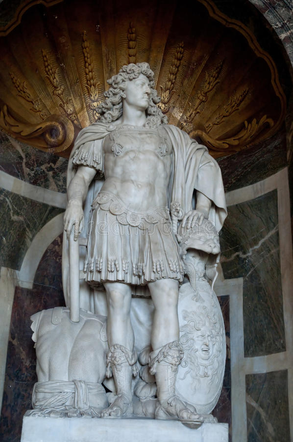 Statua di Luigi XIV a Versailles fotografia stock