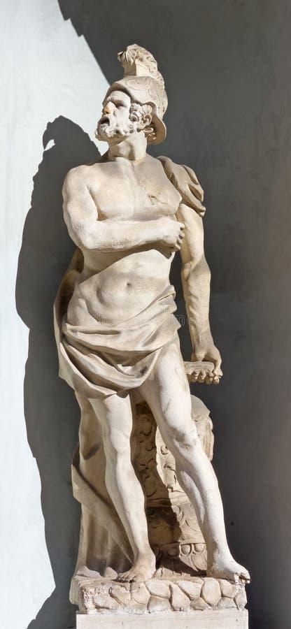 Statua di Marte sulla facciata del teatro di Verdi a Trieste immagini stock
