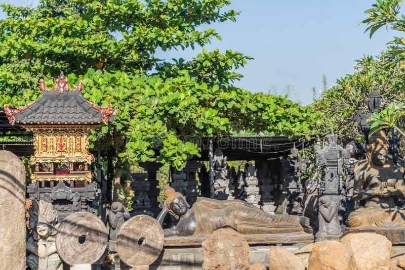 Statua di menzogne di Buddha a Denpasar, Bali Indonesia fotografia stock