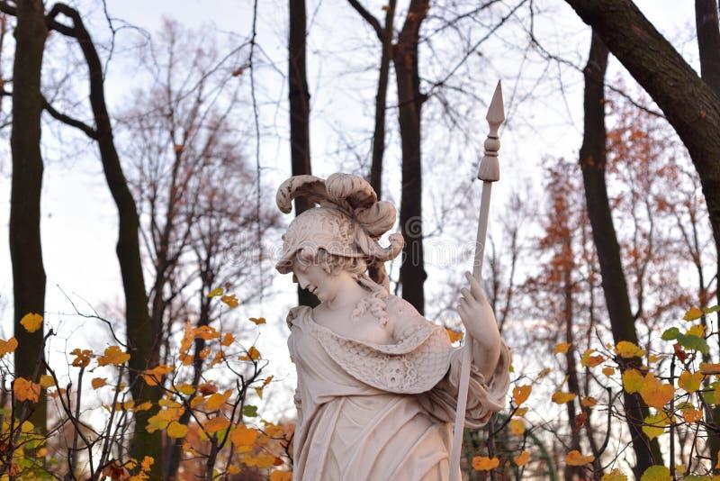 Statua di Minerva della dea alla sera fotografia stock
