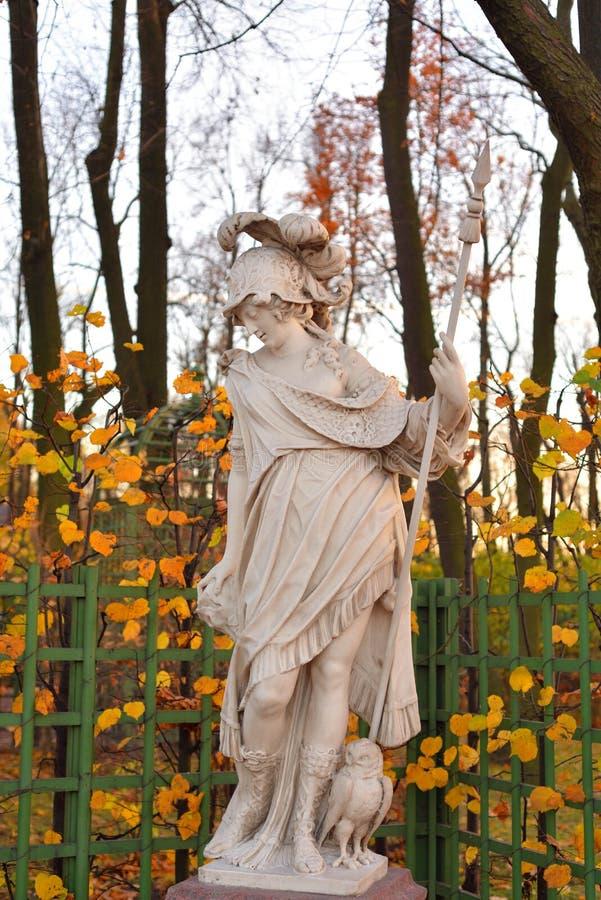 Statua di Minerva della dea alla sera immagini stock libere da diritti