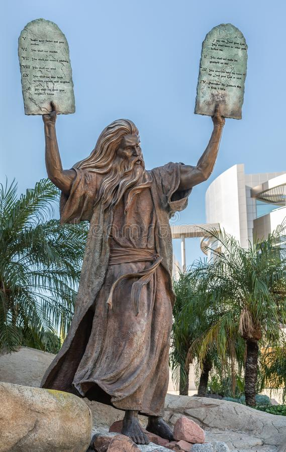 Statua di Mosè alla cattedrale di Cristo nel boschetto del giardino, California fotografia stock libera da diritti