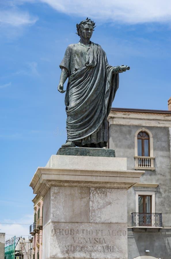 Statua di Orazio in Venosa immagini stock