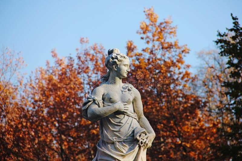 Statua di pace nel parco di Pavlovsk, Sain-Pietroburgo, Russia, immagini stock