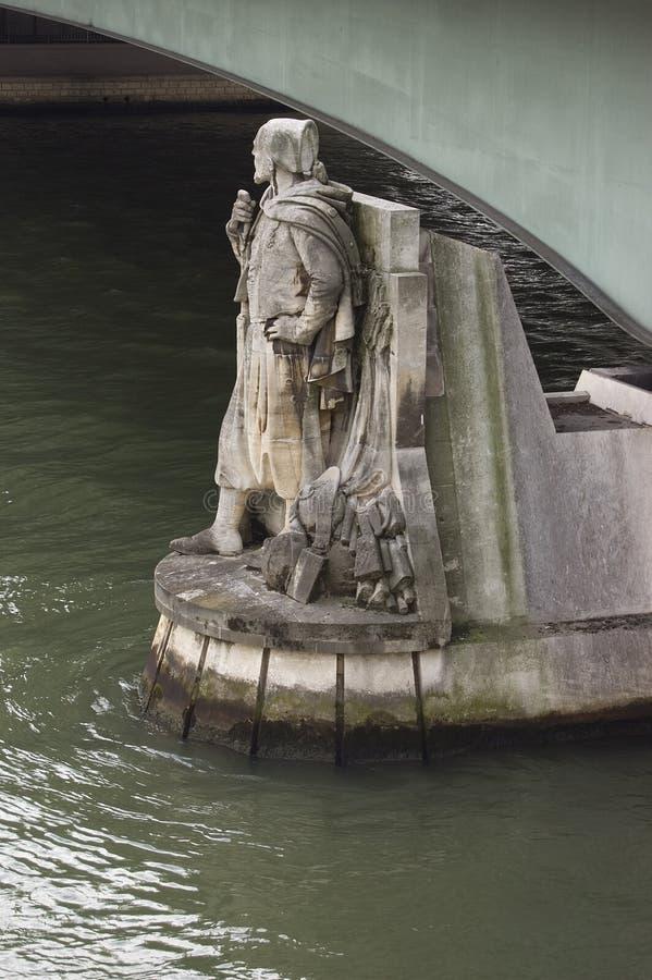 Statua di Parigi nel fiume di Seine immagini stock libere da diritti