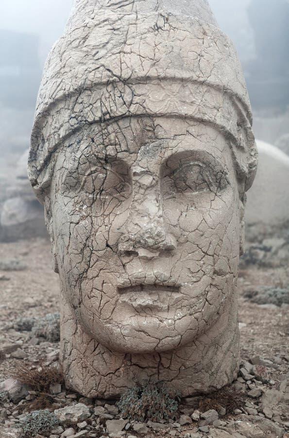 Statua di pietra antica sul supporto di Nemrut, l'Anatolia, Turchia immagini stock libere da diritti