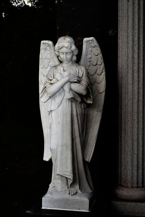Statua di pietra di angelo immagine stock libera da diritti