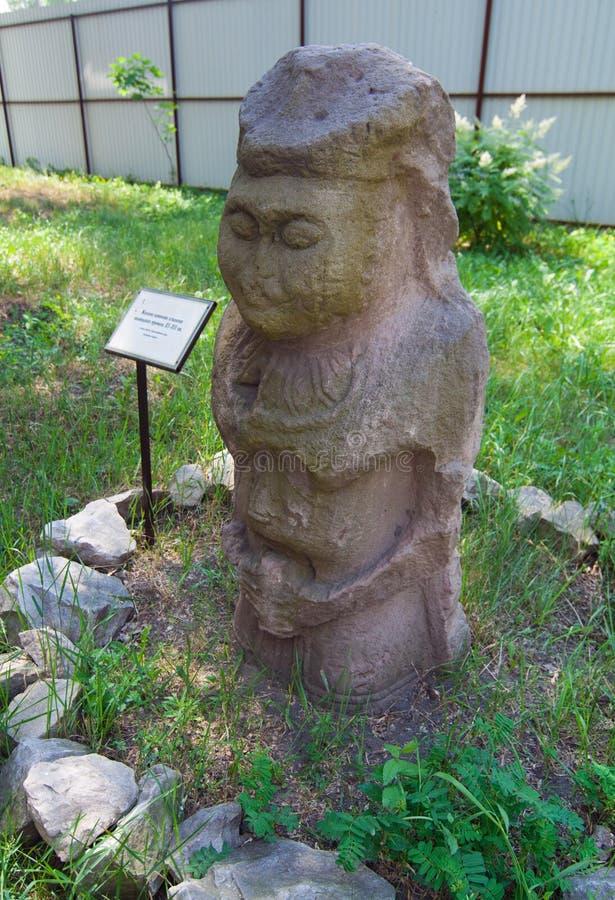 Statua di pietra femminile del vecchio polotsk fotografia stock libera da diritti
