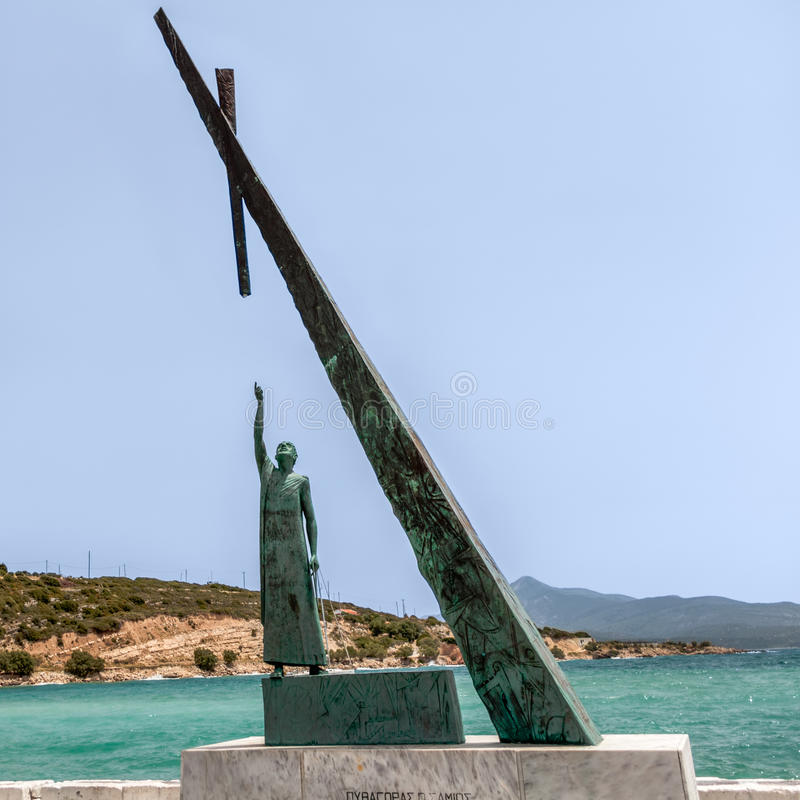 Statua di Pitagora in una città di Pythagorion fotografia stock libera da diritti