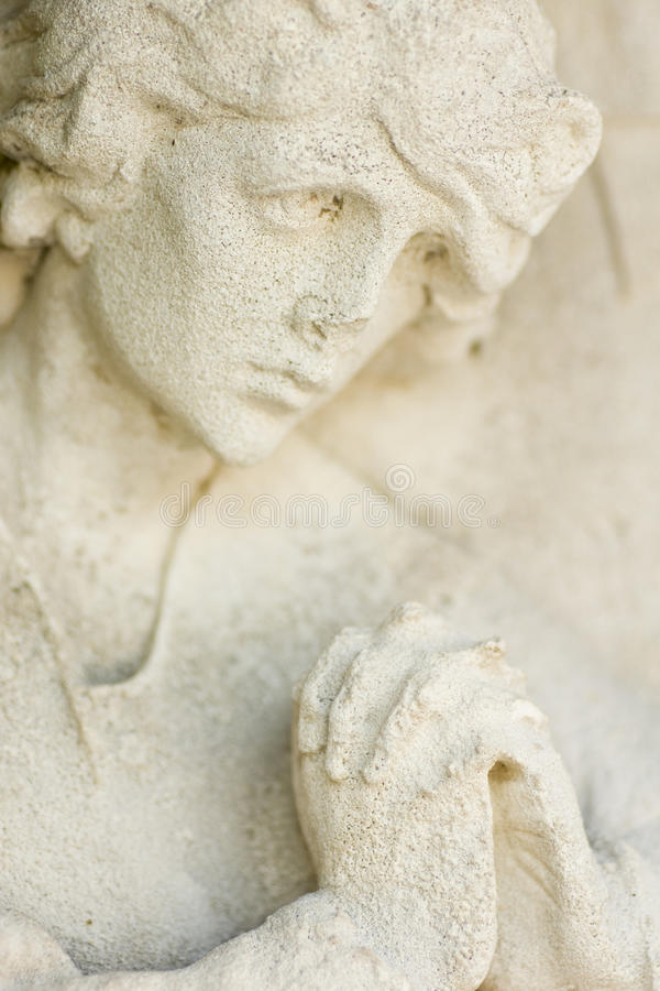 Statua di preghiera della donna fotografia stock libera da diritti