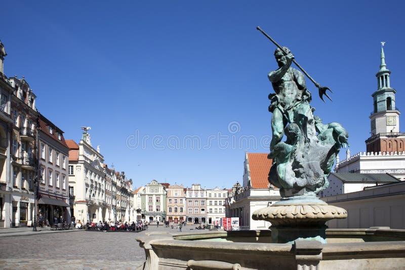 Statua di Proserpina nella parte anteriore il vecchio comune di rinascita immagine stock