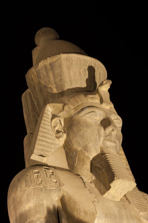 Statua di Ramses II al tempiale di Luxor fotografie stock