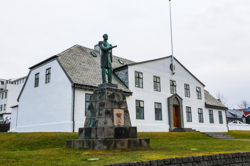 Statua di re Christian IX davanti all'ufficio del Primo Ministro fotografia stock
