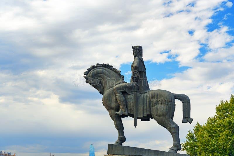 Statua di re Vakhtang Gorgasali a Tbilisi, Georgia immagine stock libera da diritti
