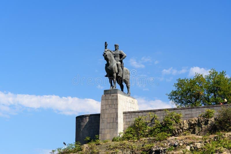 Statua di re Vakhtang Gorgasali a Tbilisi, Georgia fotografia stock libera da diritti