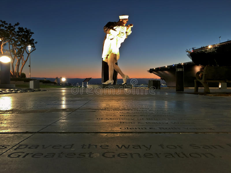 Statua di resa incondizionata lungo il San Diego Harbor fotografie stock