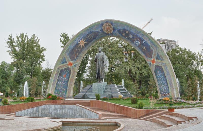 Statua di Rudaki Dushanbe, Tajikistan immagini stock