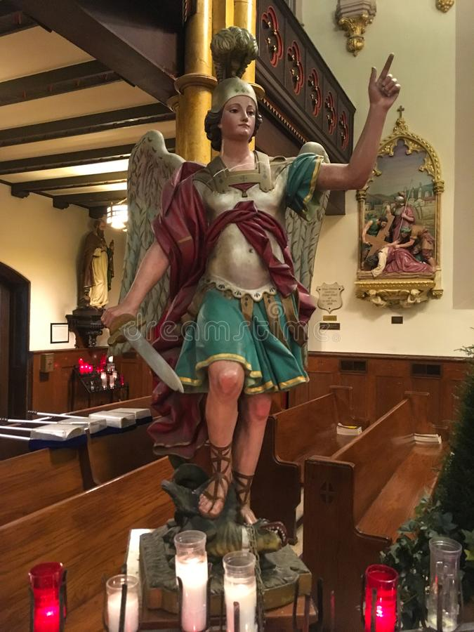 Statua di San Michele l'Arcangelo fotografia stock libera da diritti