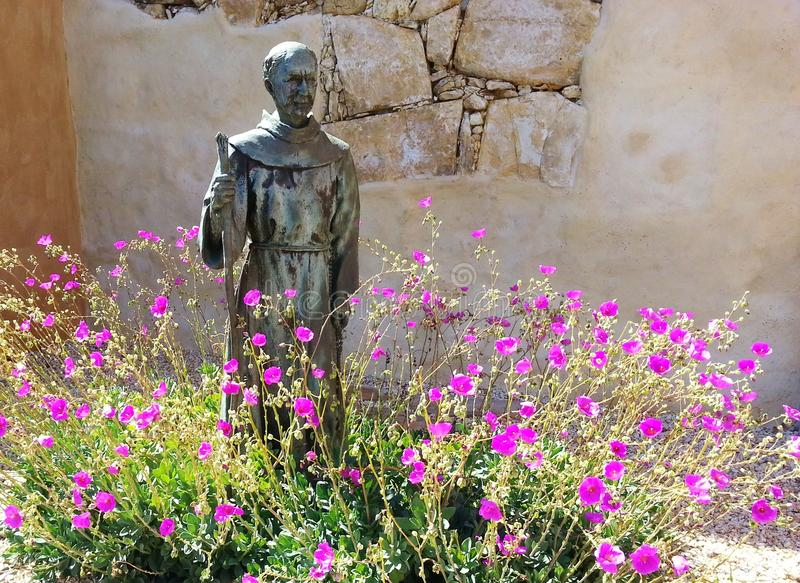 Statua di Serra del ginepro fotografia stock libera da diritti