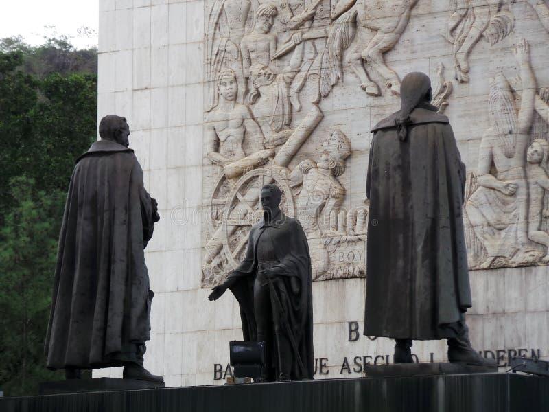 Statua di Simon Bolivar e di altri eroi di indipendenza, monumento di indipendenza, Los Proceres, Caracas, Venezuela fotografie stock libere da diritti