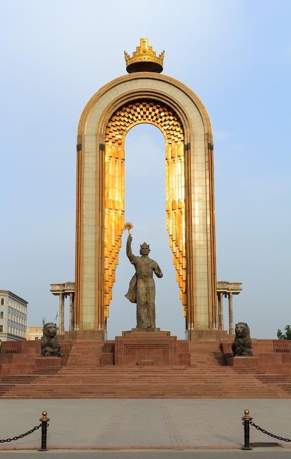 Statua di Somoni nel centro di Dušanbe, Tagikistan immagine stock libera da diritti