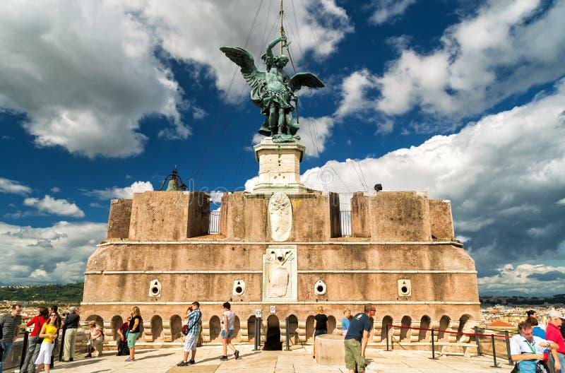 Statua di St Michael in cima a Castel Sant ' Angelo, Roma fotografie stock