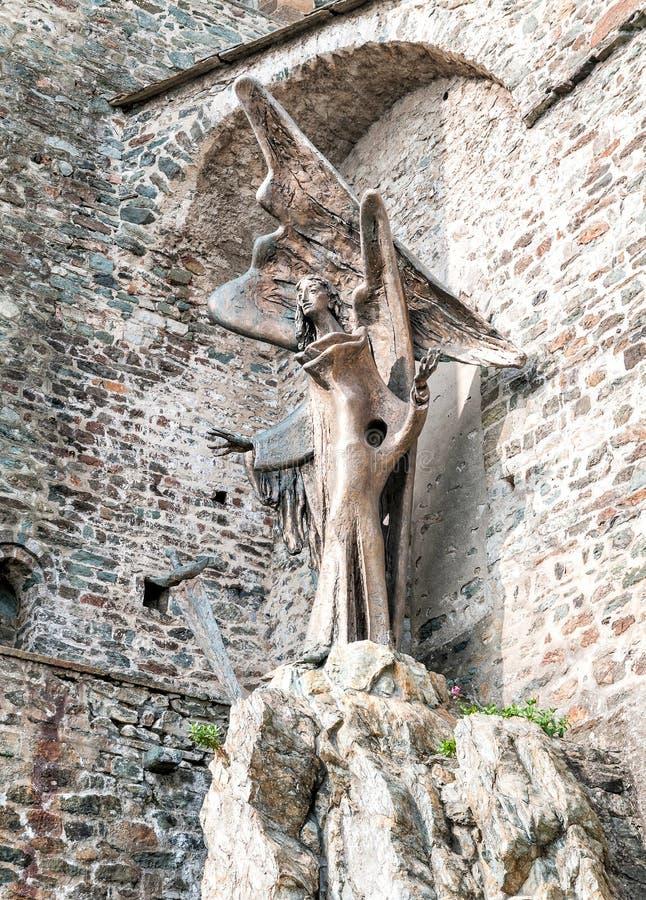 Statua di St Michael l'arcangelo immagini stock libere da diritti