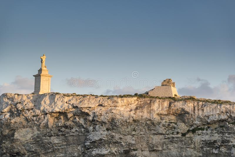 Statua di St Paul al tramonto sulle isole Malta di St Paul immagine stock libera da diritti