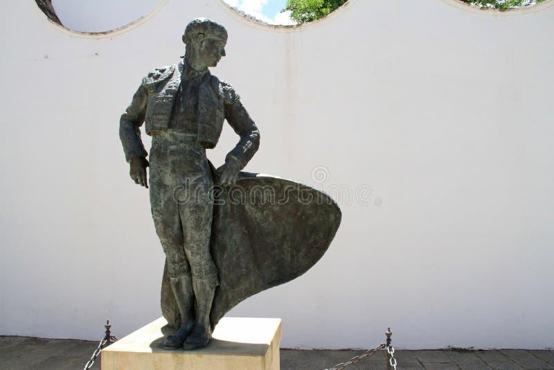 Statua di un torero all'arena di Ronda fotografia stock libera da diritti