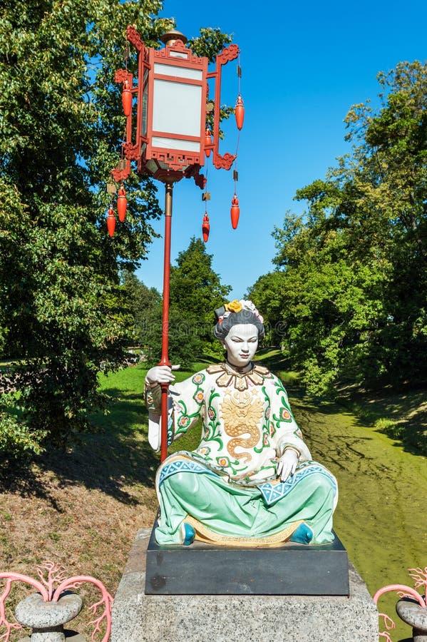 Statua di una donna cinese immagine stock
