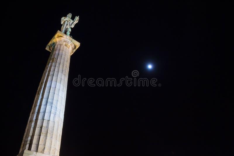 Statua di Victor Pobednik, o di Viktor in serbo sulla fortezza di Kalemegdan a Belgrado, Serbia fotografie stock libere da diritti