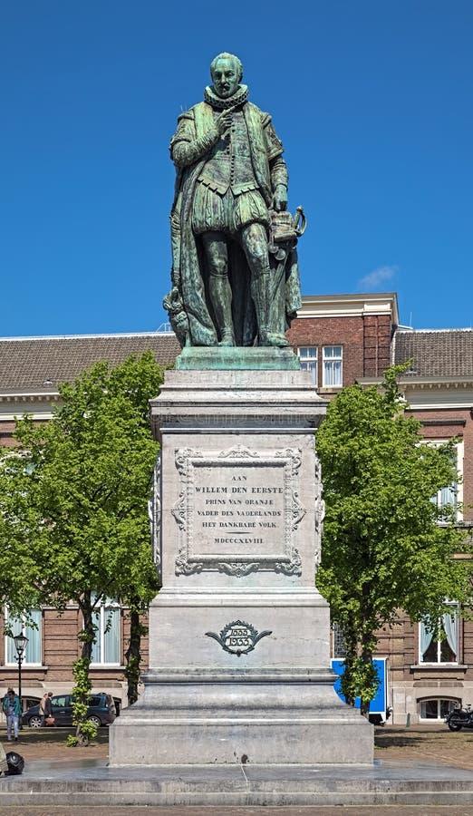 Statua di William I, principe dell'arancia sul quadrato del Het Plein a L'aia, Paesi Bassi fotografia stock