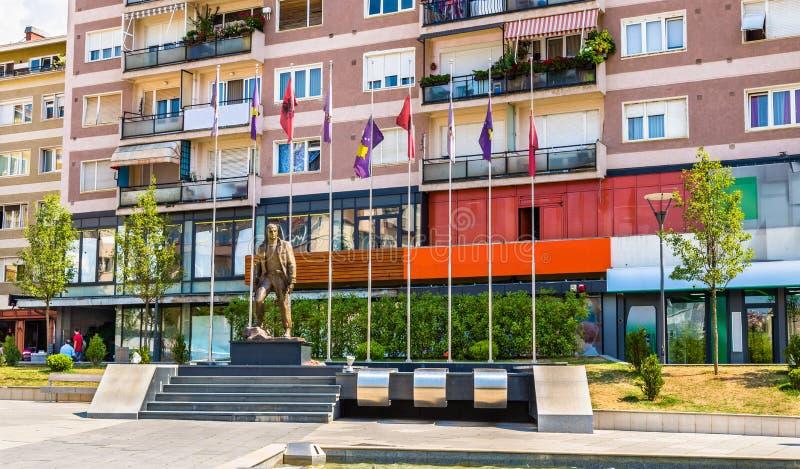 Statua di Zahir Pajaziti, un comandante della liberazione A del Kosovo immagine stock
