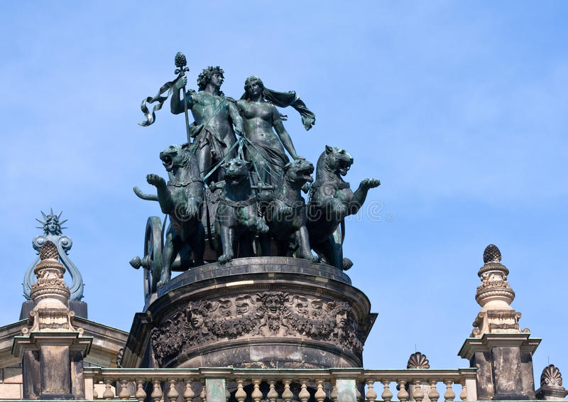 Statua Dionis i Aridna na Drezdeński opery Theatre ` obrazy royalty free
