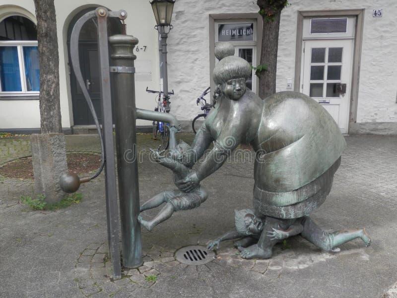 Statua divertente della donna, Osnabruck, Germania immagine stock