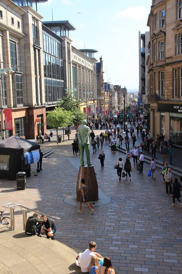 Statua Donald Dewar jest przyglądającym puszkiem Buchanan ulica w mieście Glasgow obrazy royalty free