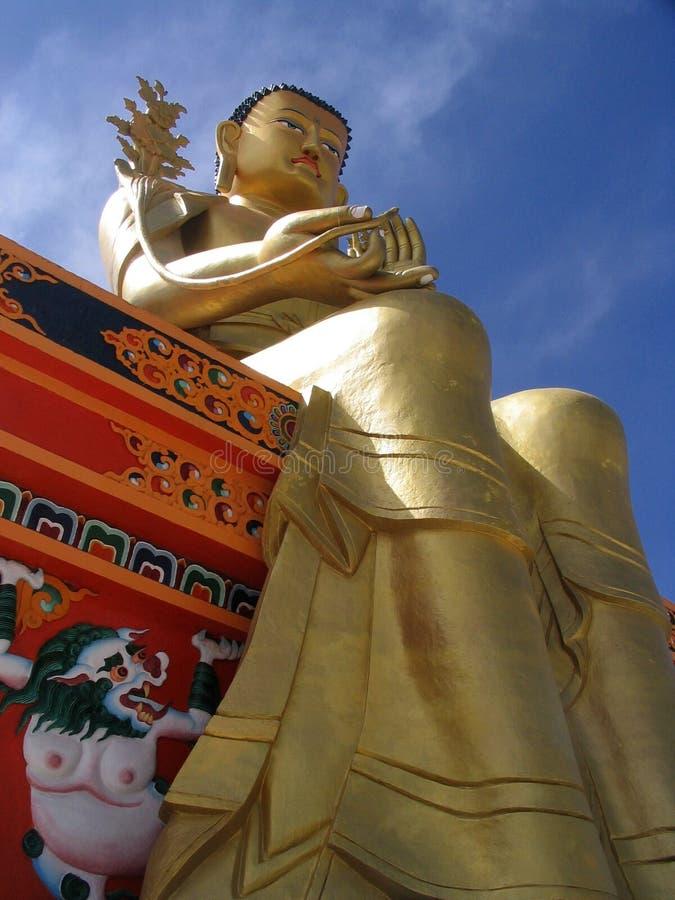 Download Statua dorata del Buddha immagine stock. Immagine di hindi - 202809