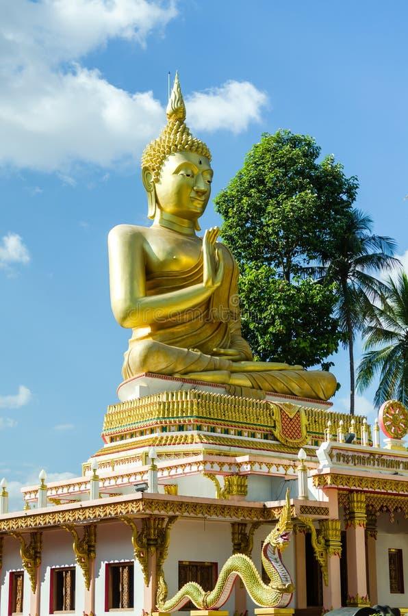 Statua dorata del buddha immagini stock