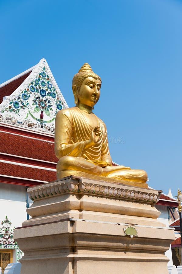 Statua e cappella di Buddha immagini stock libere da diritti