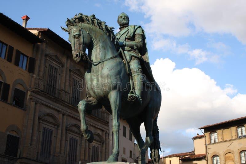 Statua equestre bronzea di Cosimo I de Medici il granduca della Toscana sul della Signoria della piazza a Firenze, Toscana, Ital fotografia stock