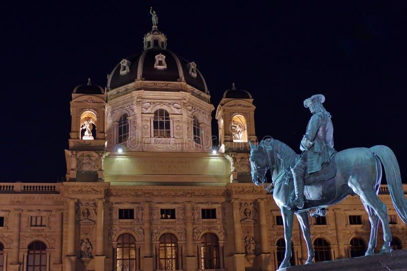 Statua equestre davanti al museo di storia naturale fotografia stock libera da diritti