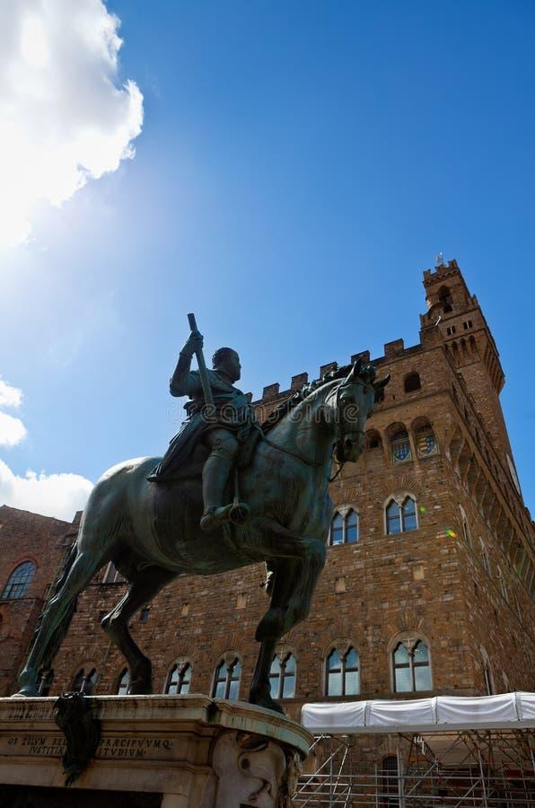 Statua equestre di Cosimo I de Medici, Palazzo Vecchio, Firenze, Italia immagini stock libere da diritti